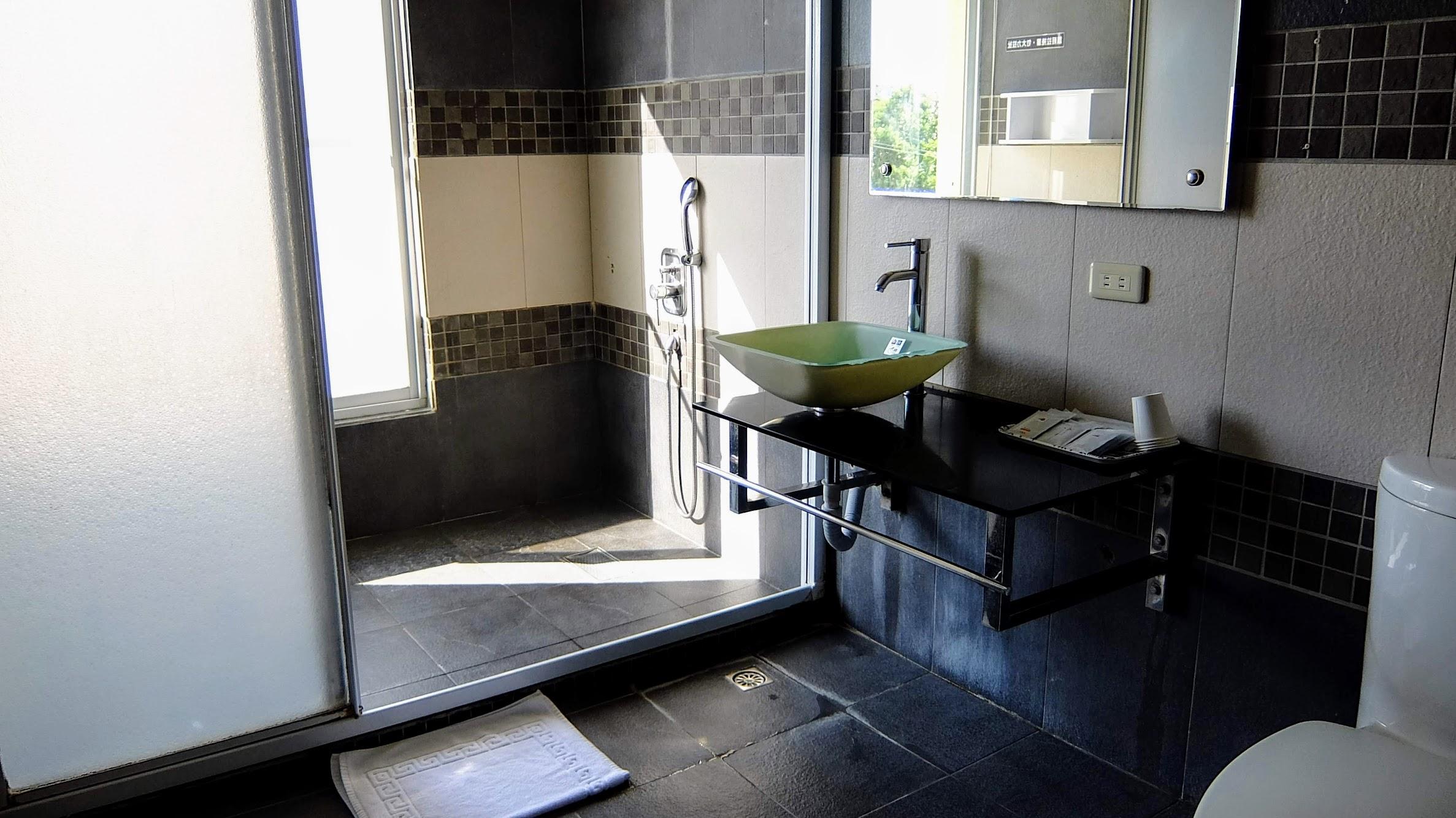 浴室很大很寬敞