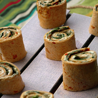 Quick Potluck Appetizer: Tortilla pinwheels (Spinach and cheese-Pesto Mini Bites)