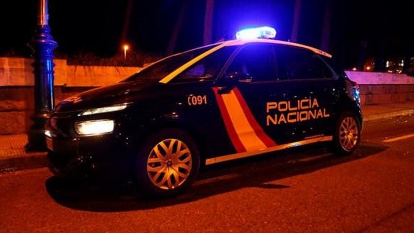 Los coches de Policía desaparecen de las calles de la capital cuando cae la noche.