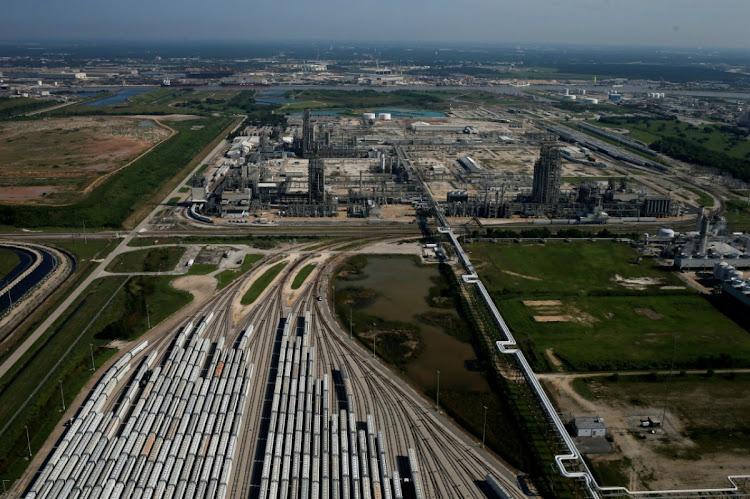 Chevron to help gas-rich Qatar build top ethylene plant