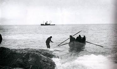 Photo: El rescate de la tripulación en la isla Elefante : 30 agosto ... miércoles ... Día de maravillas ...