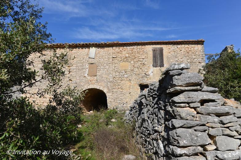 Sentier du Maquis, Ferme de la Débroussède