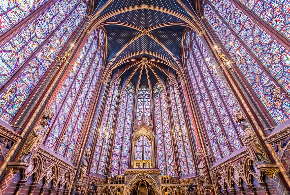 The gorgeous stained glass paintings inside Sainte Chapelle