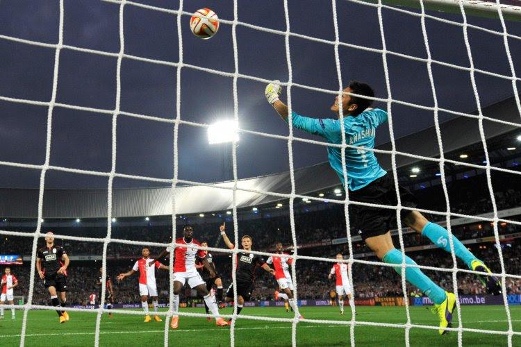 Dans un contexte houleux, le Standard s'incline sur le fil à Feyenoord (2-1)