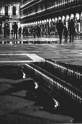 Lights in Venice BW di alicecappellini