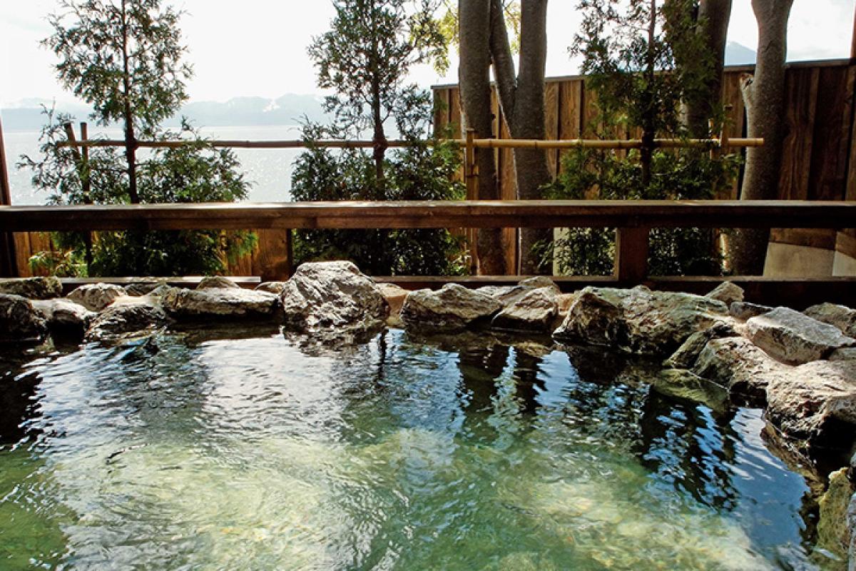 An inn with a spectacular view (Lakeside Villa Suimeikaku)5