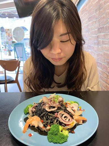 前菜沙拉湯品滿好吃的,義大利麵有點還好,喜歡寬扁麵的可以去試試