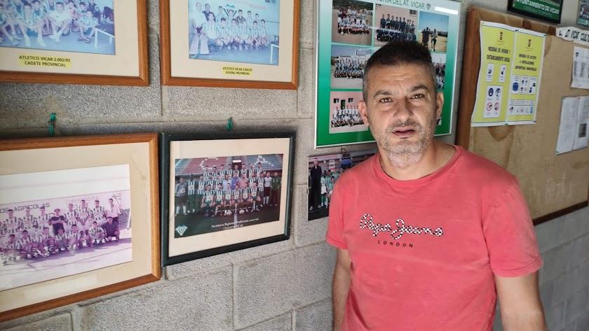 Israel Polo en el Estadio Municipal de Vícar.