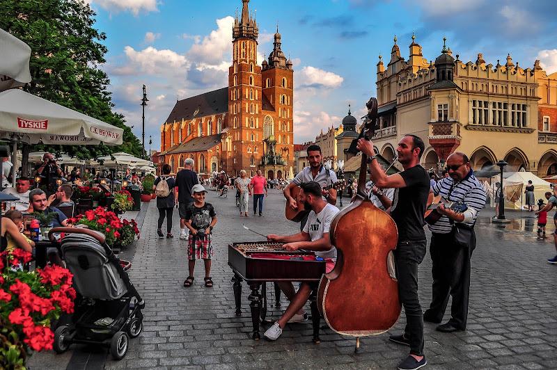 giaaaaazzz in Rynek Główny a Cracovia di kaos