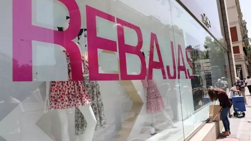 Un escarate de Zara anuncia el comienzo las rebajas de verano. Foto: Marta Fernández Jara - Europa Press