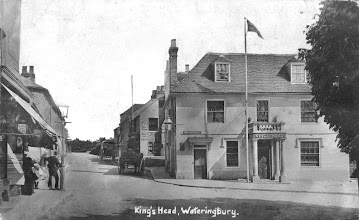 Photo: Wateringbury Cross Roads showing the Kings Head in 1909.