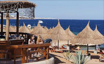 """Photo: Отель """"Шератон"""". Один из пляжных баров."""