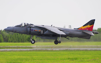 Photo: Brytyjski pionowzlot Harrier w zawisie