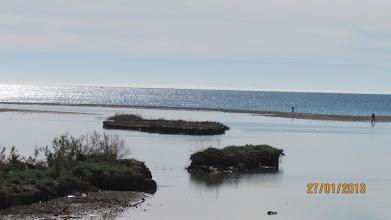 Photo: Här ser man hur havet börjat återlämna stranden som det tog i September förra året. Det blir en sjö mellan flodfåran och havet