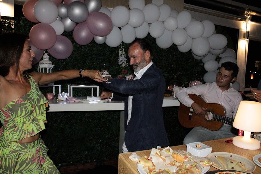 En la fiesta de cumpleaños de Jara, bailando por sevillanas.