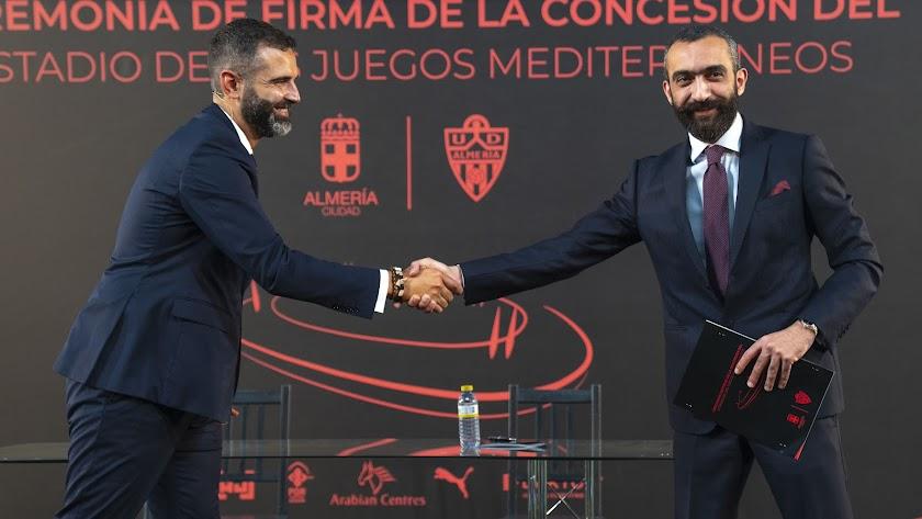 El alcalde de la ciudad con el CEO del Almería.