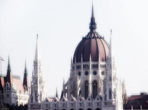 Photo: Parlament zza Dunaju 3 - światło
