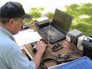 Photo: Earl Wilson K6GPB calling CQ TTF on the Elecraft KX1