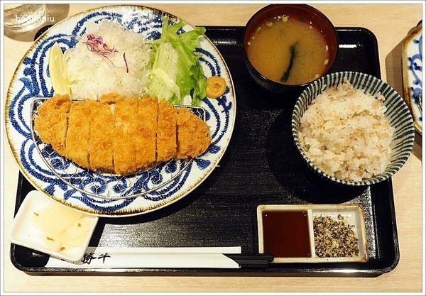 京都勝牛.來自日本現炸60秒的美味炸牛排名店在信義新天地A11的B2就可以吃得到了!