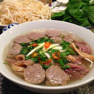 Bò Viên (Vietnamese Beef Meatballs).