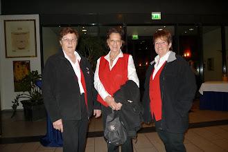 Photo: Frauen im Anmarsch (vl.) Elisabeth Stohler, Cläri Schüpbach und Rut Bucher
