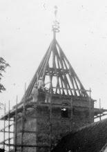 Photo: Kirketårnet bliver bygget.  Billedet er indsendt af Lissi Nielsen, Farsø