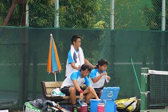 Photo: 副将川上(上)もベンチコーチとして後輩達を支えた。