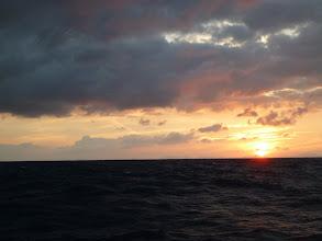 Photo: ・・・そして、夜明け。 波、風だんだん強くなってきました。