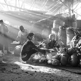 Buying & Selling by Basuki Mangkusudharma - People Street & Candids ( market, selling, buying, traditional )