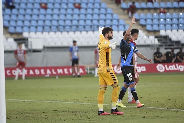 El meta Sivera ya le sufrió con la camiseta del Almería.