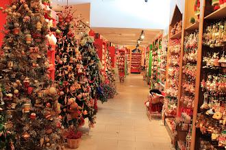 Photo: Christmas Store, Pier 17, Manhattan, New York