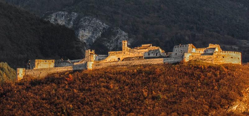 Tramonto sulle mura - Castel Beseno di alfonso gagliardi
