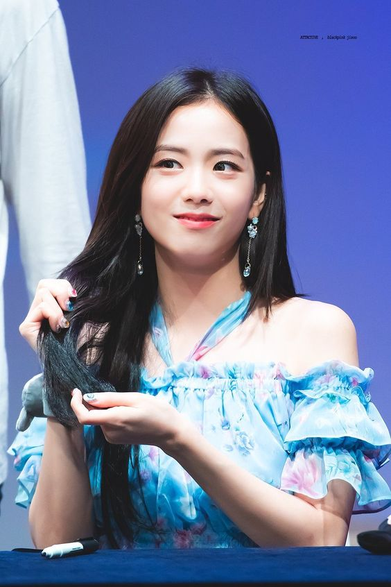 jisoo shoulder 23