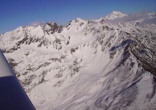 Photo: Montagne des Toucouets dominée par Pène Taillade et Péne Det Pourri. A droite pic du Midi de Bigorre.
