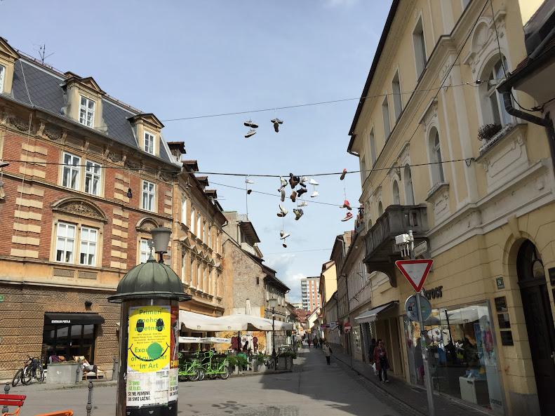 リュブリャナ旧市街 靴が干してある