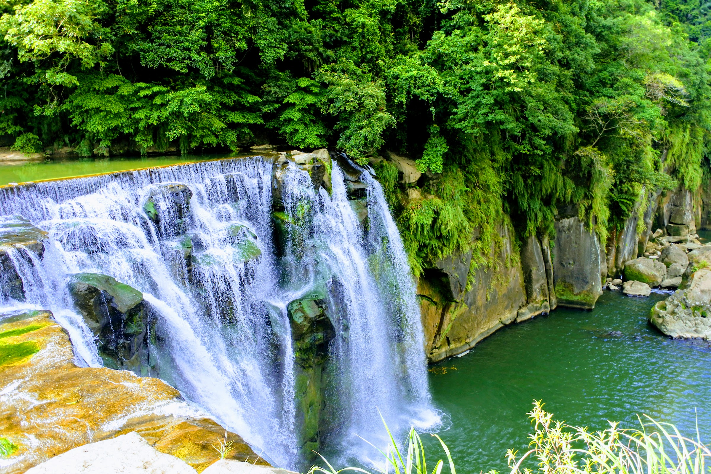 Shifen Waterfall, the star!