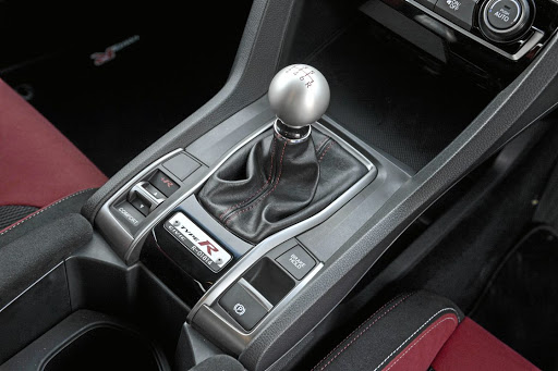 Yes, this is a manual gear stick and it works brilliantly in the Type-R. Picture: HONDA