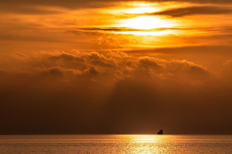 The sunset in orange color di gianni_zigante
