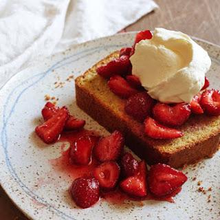 Pistachio Poundcake With Strawberries