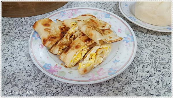台中東區』高家肉包║在地推薦傳統早餐,白胖紮實肉包、酥脆手工蛋餅、還有肉餡鮮香的餛飩湯(力行國小旁)