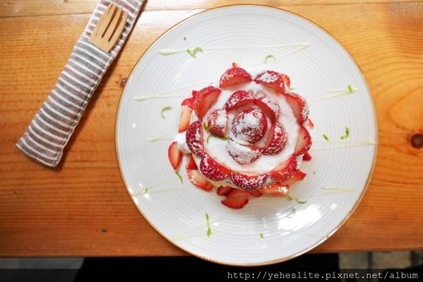kokoni cafe-純真草莓盤鬆餅,回甘抹茶駐老屋
