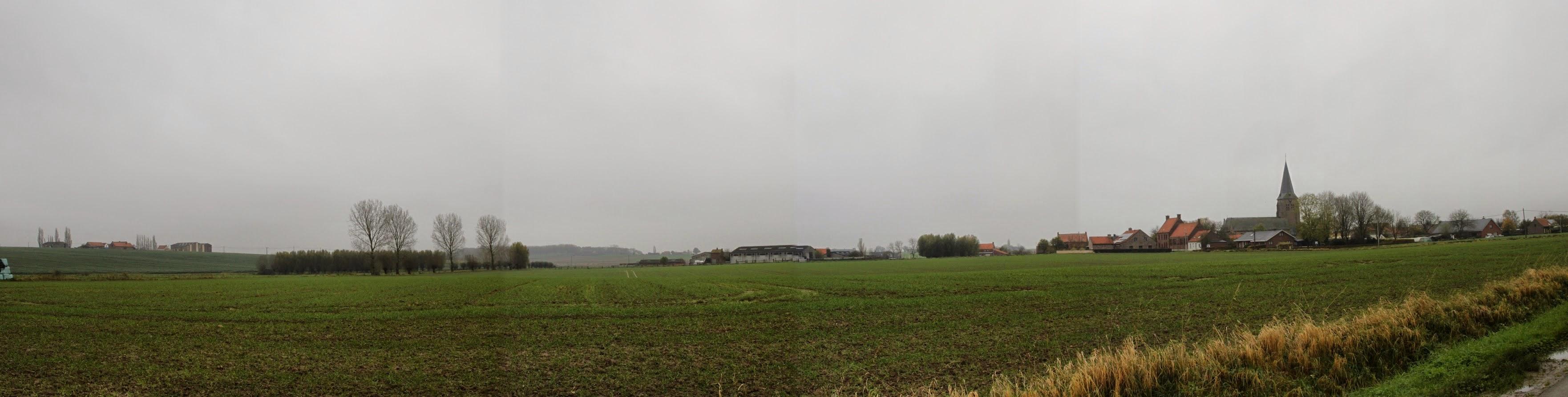 Photo: Wulvergem is het kleinste dorp van de gemeente Heuvelland. Het telt 350 ha en, als ze allemaal thuis zijn huizen er 250 inwoners.