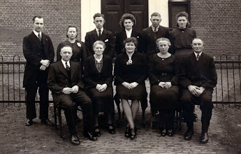 Photo: lidmaten 1947 v.l.n.r. staand: Dominee H. de Nie, Harmtje Vedder-Martens, Jan Vedder, Hennie Talens-Kersies, Jacob Hoving en Hennie Hoving-Hollander. Zittend: Arent Okken, Roelfien Okken-Heerspink, Willempje Dontje-Hoving, Berendien Talens-Meertens en Roelof Hoving.