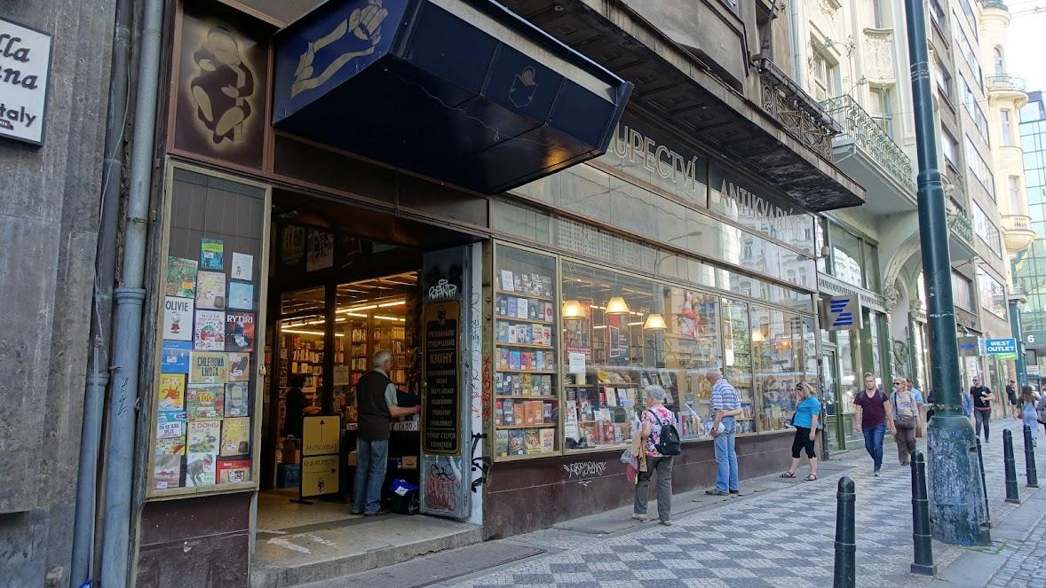 Spálená 53 書店及二手書店,包括舊的海報、畫刊、唱片