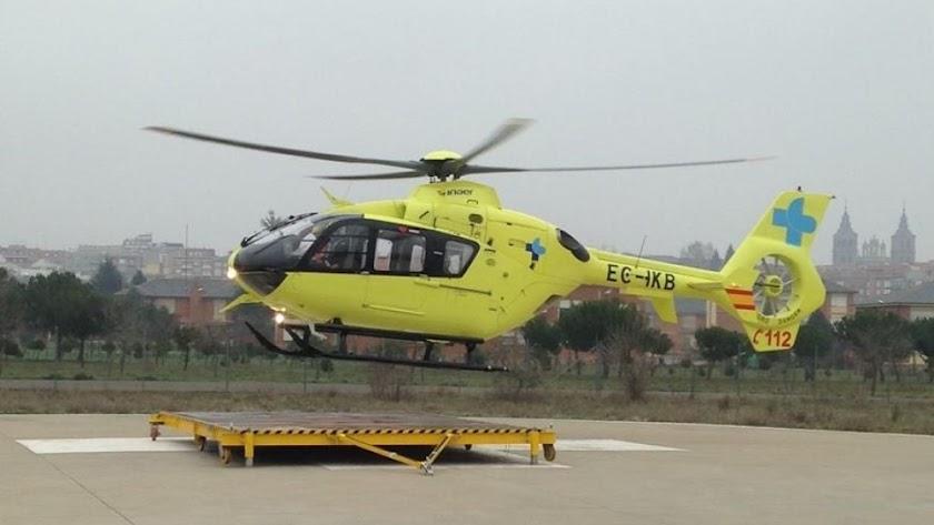 Helicóptero de emergencias en el helipuerto. / Twitter