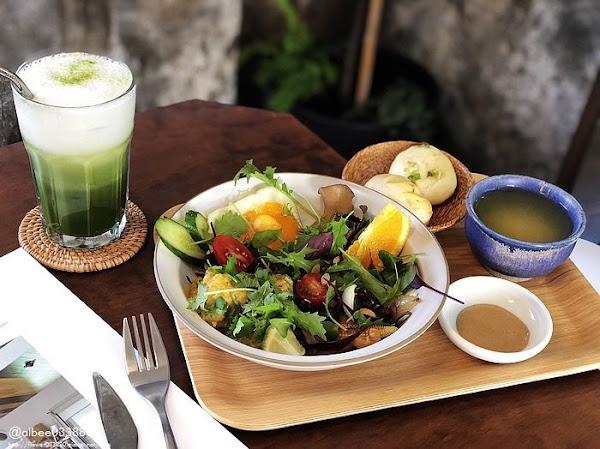 小北家灶咖 ZAOKA 台南早午餐 綠意環境好舒適,還有夢幻旋轉木馬!!早午餐咖啡甜點 近海安路