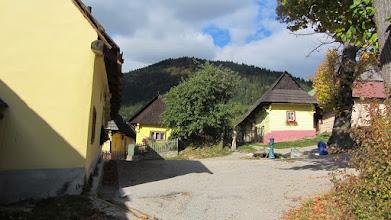 Photo: Vlkolínec (Werelderfgoedlijst van UNESCO) bestaat uit 40 bewoonde historische houten huizen.