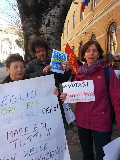 PERUGIA: Presidio Comitato Umbro Vota Si per fermare le trivelle - 18 marzo 2016