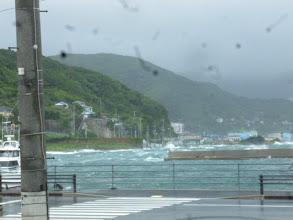 Photo: そして、吹き返しの南西の風! 爆裂です!凄すぎ!ロープが目一杯張って今にも切れそー!