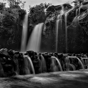 Temcor waterfall by Wahid Hasyim - Black & White Landscapes ( black and white, waterfall, landscape photography, landscape,  )